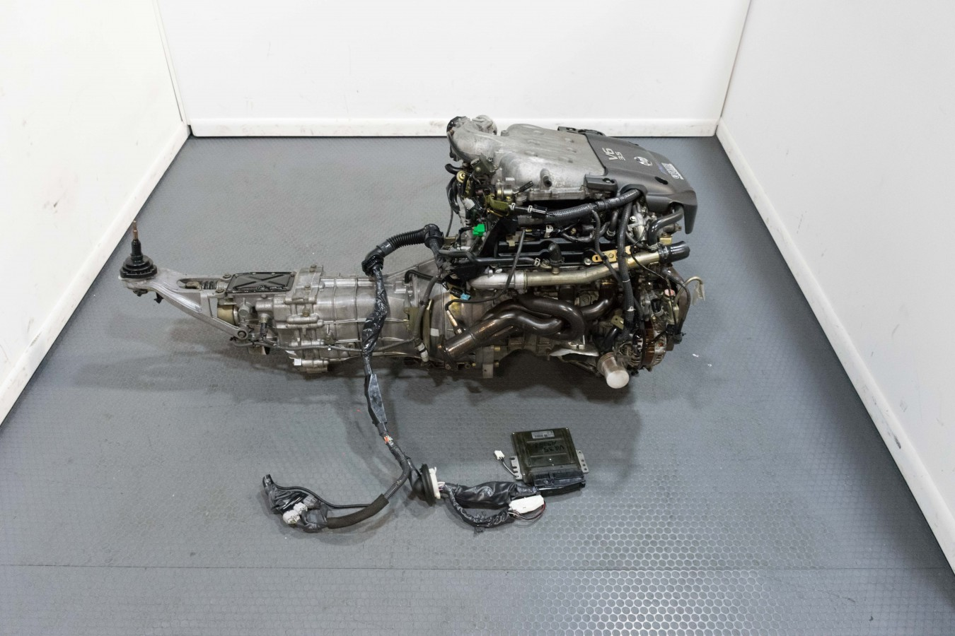 VQ35 Nissan 350Z Engine with JDM Tomei Headers Impul TB 2003-2005