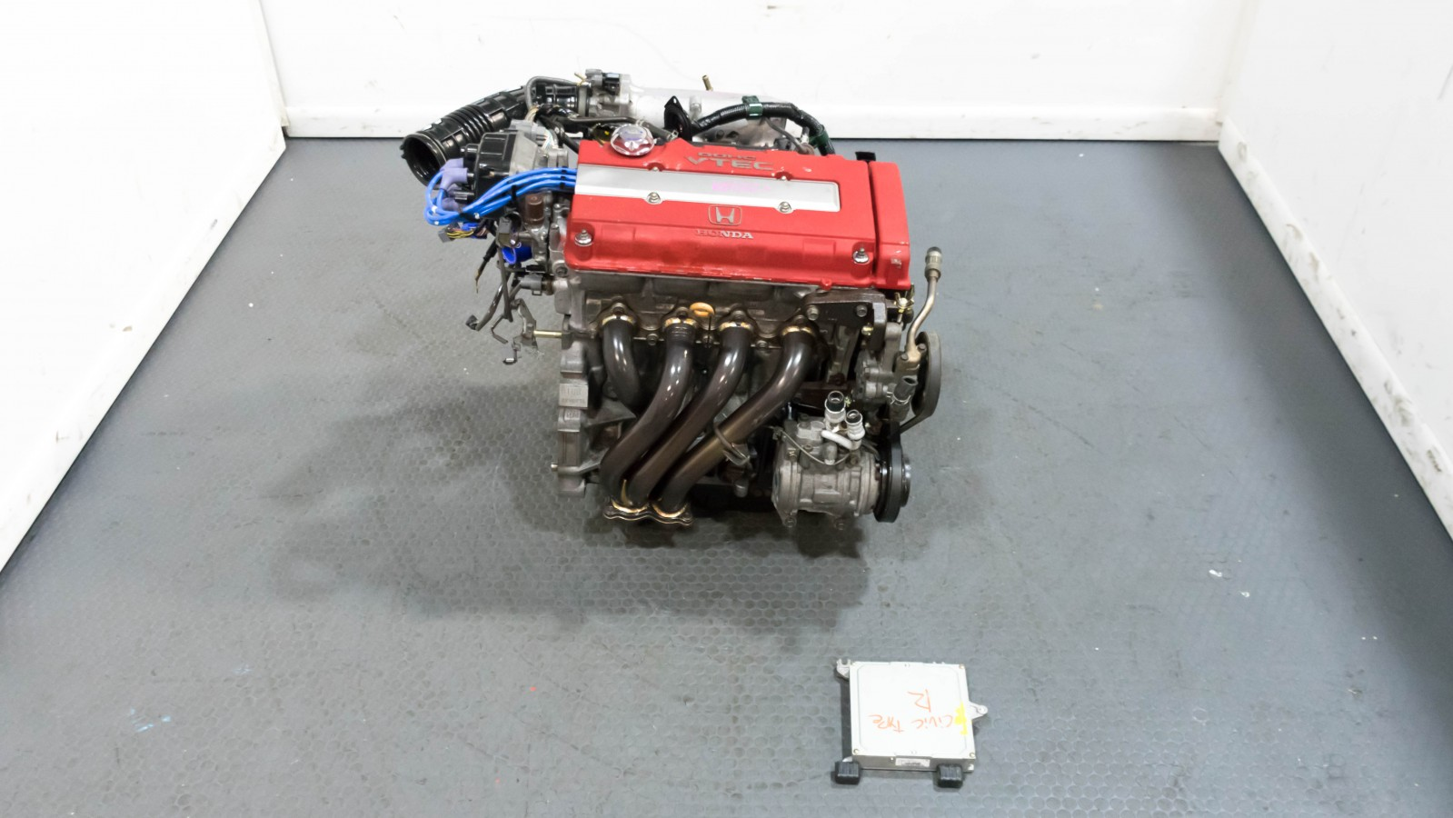Honda B16B 2000 Spec Civic Type R Engine with Aftermarket Header and ECU